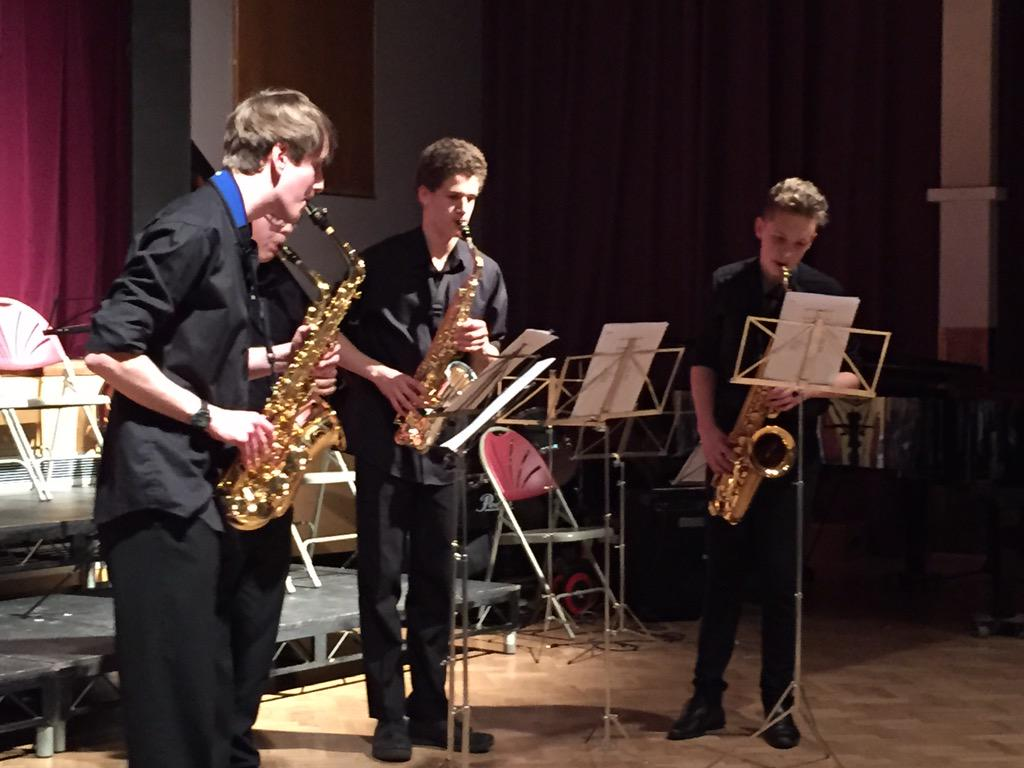 The saxophone quartet begin