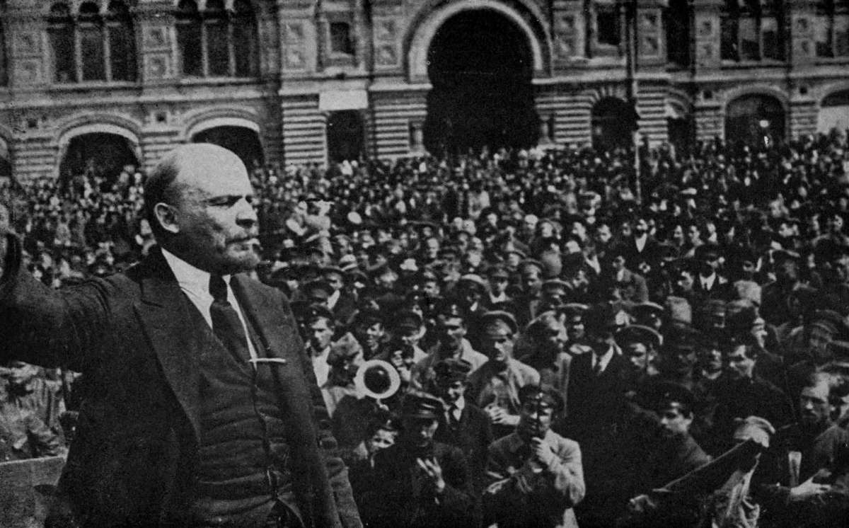Vladimir Lenin speaking to a crowd - Boni and Liveright, NY, 1921
